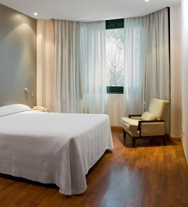 A bed or beds in a room at Apartamentos TH Las Rozas