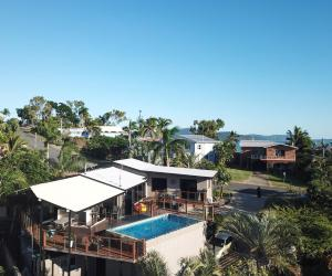 A view of the pool at Oasis on Oceanview - Airlie Beach or nearby