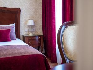 Кровать или кровати в номере Невский Берег 122