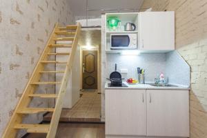 Кухня или мини-кухня в Гости Любят на Петроградской