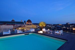 Het zwembad bij of vlak bij Hotel Glance In Florence