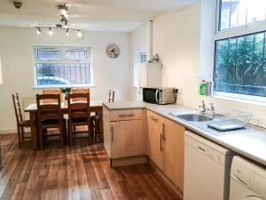 A kitchen or kitchenette at 504 Wilmslow Road