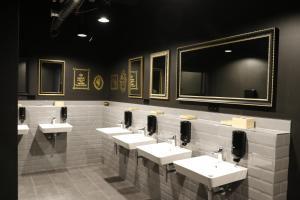 A bathroom at Design Hostel P182