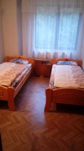 A bed or beds in a room at Хижа Люляка
