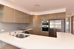 A kitchen or kitchenette at Saltwater Curls Anna Bay Coastal Retreat with Views
