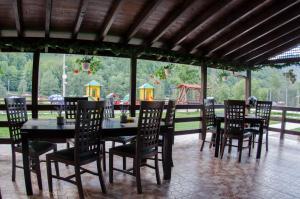 Un restaurant sau alt loc unde se poate mânca la Pensiunea Roberto