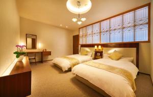 เตียงในห้องที่ Honjin Hiranoya Kachoan
