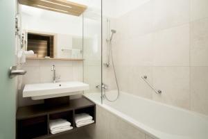 Ein Badezimmer in der Unterkunft Alphotel Innsbruck