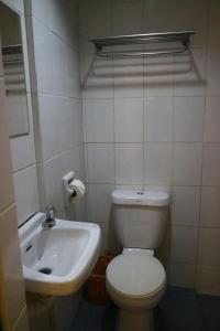 Salle de bains dans l'établissement Pawikan Hostel El Nido