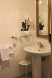A bathroom at Albergo City Hotel Berlin
