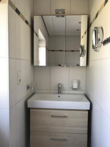 Ein Badezimmer in der Unterkunft Ferienwohnungen Kathrein