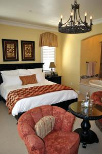A bed or beds in a room at The Villa at Arden Hills