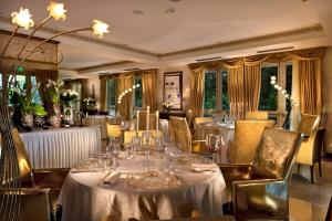 A restaurant or other place to eat at Grand Hotel Imperiale