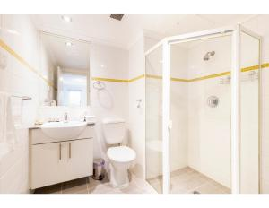 A bathroom at Resort Style CBD Apartment with Parking