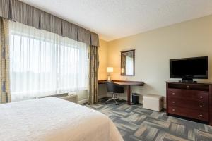 A bed or beds in a room at Hampton Inn & Suites Orlando-South Lake Buena Vista