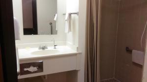 A bathroom at Select Inn Breckenridge