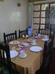 A restaurant or other place to eat at Mau Springs Country Resort