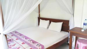 A bed or beds in a room at Era Holiday House