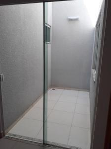 A bathroom at Residência Cidade Verde 1