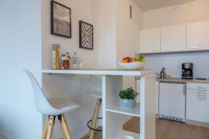 A kitchen or kitchenette at Business Apartment mit Blick auf die Skyline von Essen