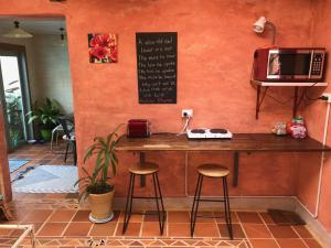 A kitchen or kitchenette at The Cell Block Backpackers