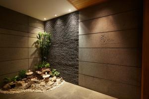A bathroom at Lao Plaza Hotel
