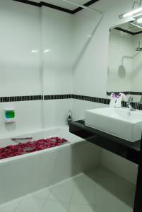 Ванная комната в First Residence Hotel