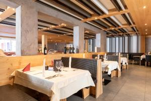 A restaurant or other place to eat at 4*S Galtenberg Resort