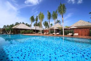 The swimming pool at or near Deva Beach Resort Samui