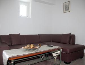 A seating area at Gite de la Cour Basse