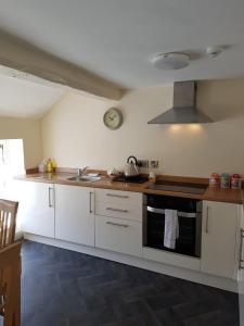 A kitchen or kitchenette at Bridge Street