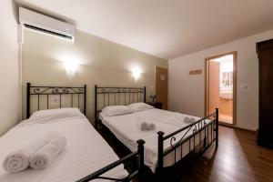 A bed or beds in a room at B&B Miracolo di Mare