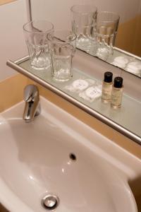 A bathroom at B&B Miracolo di Mare