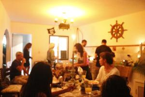 A restaurant or other place to eat at Hostel House 84