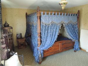 Ein Bett oder Betten in einem Zimmer der Unterkunft N. Blaise Chambres d'Hôtes