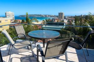 A balcony or terrace at Queenscliff beach apartment