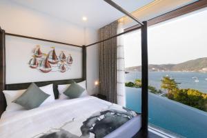سرير أو أسرّة في غرفة في جيرانا باتونغ