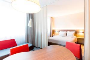 A bed or beds in a room at Novotel Suites Genève Aéroport