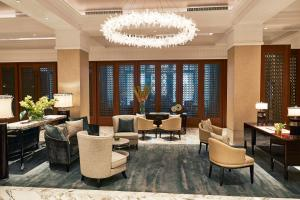The lounge or bar area at The Capitol Kempinski Hotel Singapore (SG Clean, Staycation Approved)