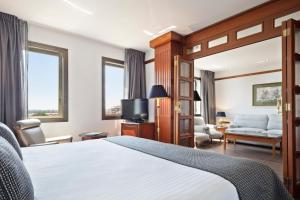 A bed or beds in a room at Melia Girona