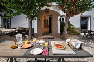 Breakfast options available to guests at A Casa do Governador