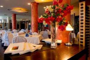 A restaurant or other place to eat at Sercotel Hotel Bonalba Alicante 4*S