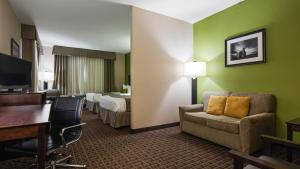 A seating area at Best Western Plus Havre Inn & Suites