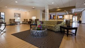 The lobby or reception area at Best Western Plus Havre Inn & Suites