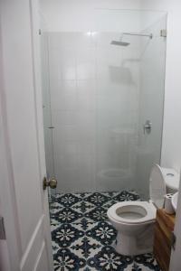 A bathroom at Aurora Hostel