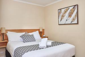 A bed or beds in a room at Elphin Motel & Serviced Apartments
