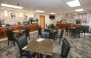 A restaurant or other place to eat at Best Western Somerset