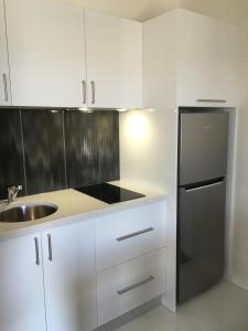 A kitchen or kitchenette at Red Earth Motel