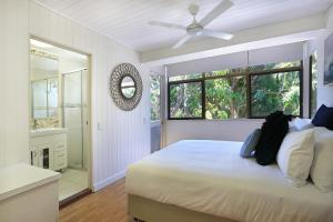A bed or beds in a room at Tea Trees