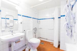 Ett badrum på Hotell Mörby - Danderyd Hospital